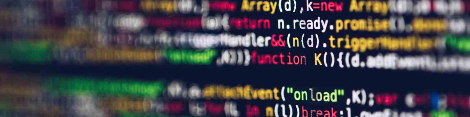 Ein paar Zeilen Programmcode erscheint bunt auf einem Bildschirm